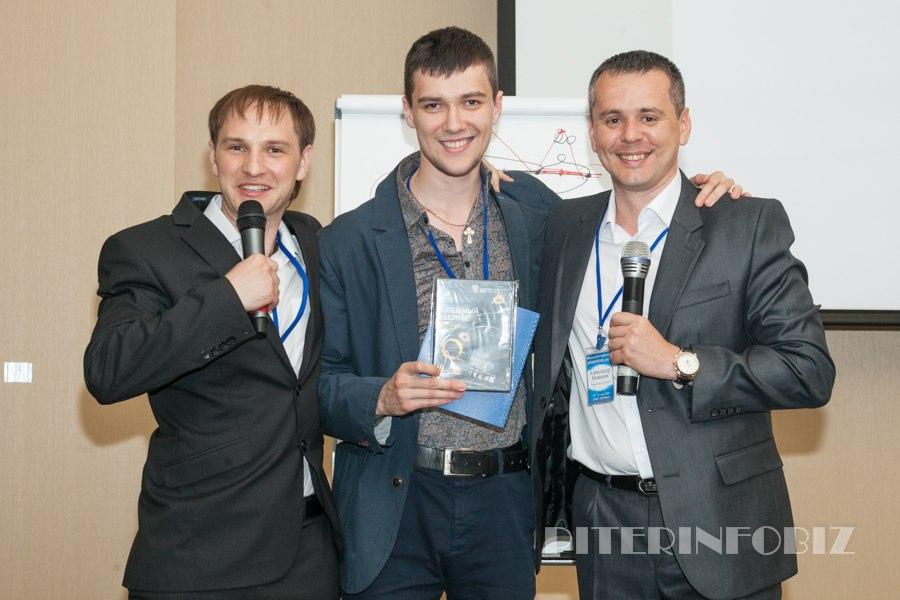 Награждение победителя на конференции Питеринфобиз. Выступил в роли ведущего.